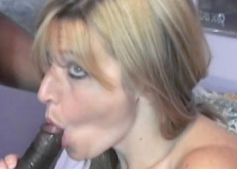 Mature Liisa swallows a black cock