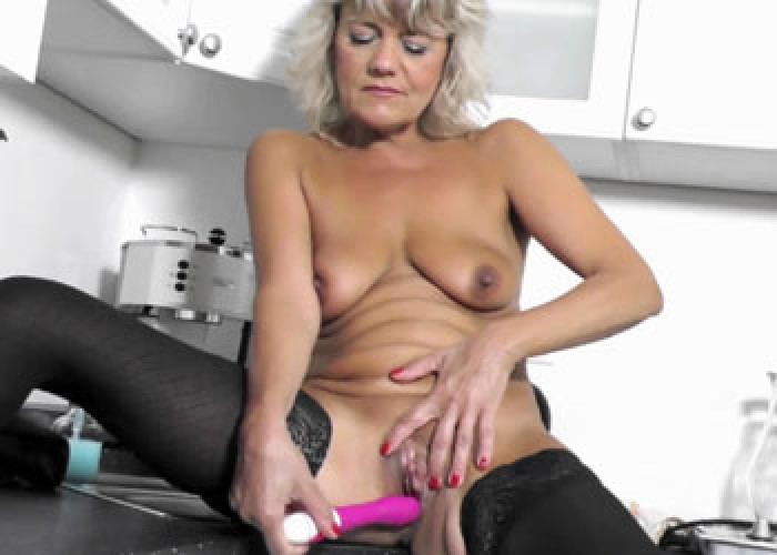 Mature Sherry makes her pussy cum