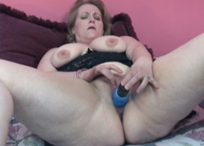 Amateur chubby milf getting fucked